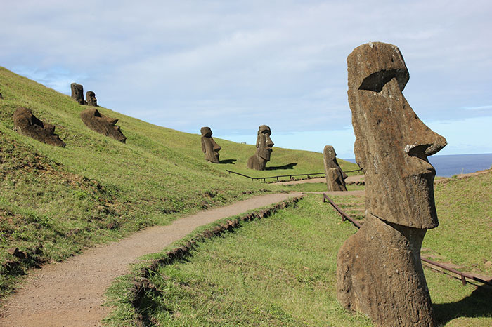 easter island head statues